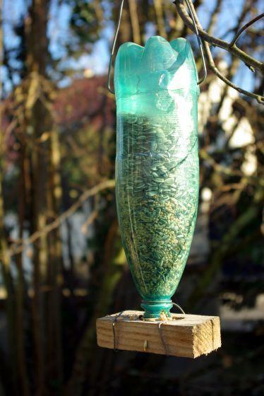 Comedero para pajaros reciclando botella plastico 2