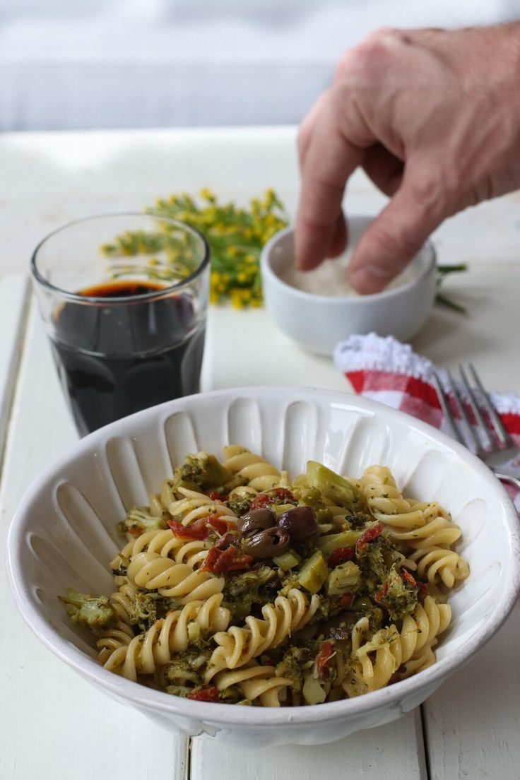 Méthode « américaine » ou « italienne » ? Si le one pot pasta a été popularisé par Martha Stewart, cette version aux brocolis et tomates séchées de notre blogueuse foodie, Margherita Romagnoli nous met l'eau à la bouche!