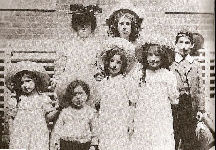 a history of the immigration of jews to america A significant number of sephardic jews, tracing their remote origins to spain and   immigration, ethnic identity, american and jewish american history, and.