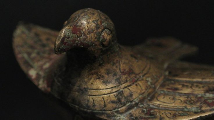 Vaso In Bronzo Con Coperchio Raffigurante Fenice  Vaso in bronzo con coperchio raffigurante fenice, epoca #Ming. H: 23,5 cm.  www.arte-orientale.com