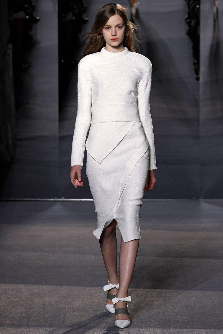 This all white look by Proenza Schouler is very sophisticated with asymmetrical detailing with rounded shoulders. Paired with a closed toe heel. #F/W13 #ProezaSchouler #Fashionweek #2013