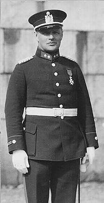 Police uniform 1923 https://www.poliisi.fi/tietoa_poliisista/1923