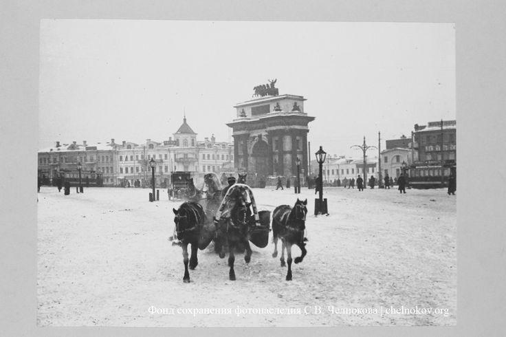 Запряженная тройка у Триумфальной арки. Москва, Тверская ...