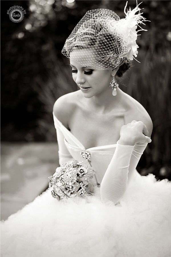 Love the vintage feel/look of this...from the birdcage veil to the black & white photography!
