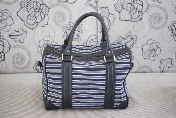Laras satchel in black leather and blue black lurik