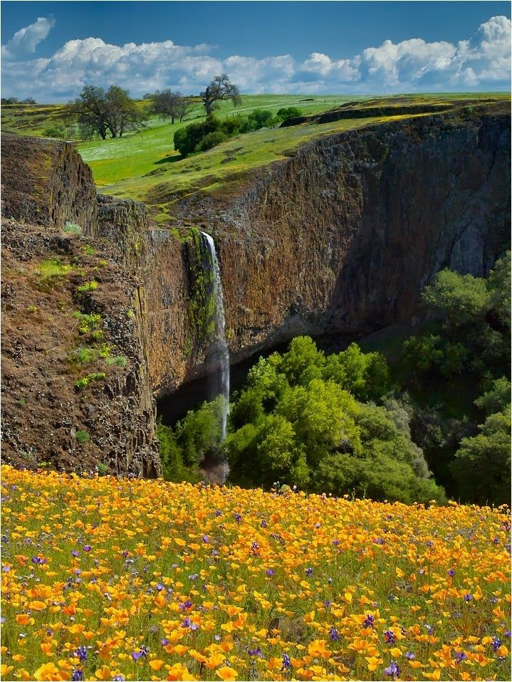 Phantom Falls at Coal Canyon near Oroville, CA only runs in late fall to early spring, Only ~3 hours from SF Bay area