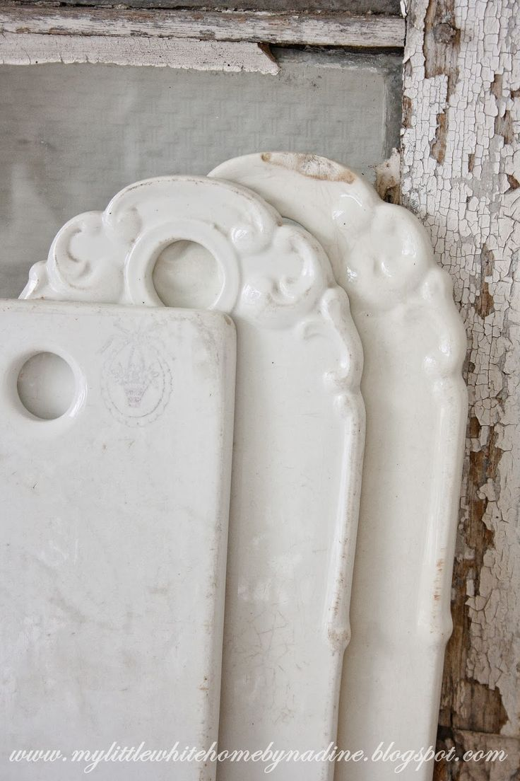 Old porcelain cutting boards from Sociète Ceramique    ~ My little white home by Nadine