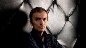 Pe lângă implicarea sa în unul dintre cele mai renumite proiecte muzicale româneşti, Şuie Paparude, Dobrică îşi derulează activitatea de DJ sub pseudonimul Haute Culture. Stilul muzical este o paletă de muzică electronică presărată cu breakbeat, electro şi techno. La premiile Nights.ro ale anului 2003 este votat pe locul 8, în topul celor mai buni […]