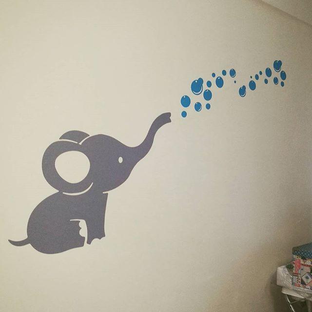 Vinilos Decorativos Burbujas.Elefantito Y Burbujas Para Dormitorio De Bebe Retovinilo
