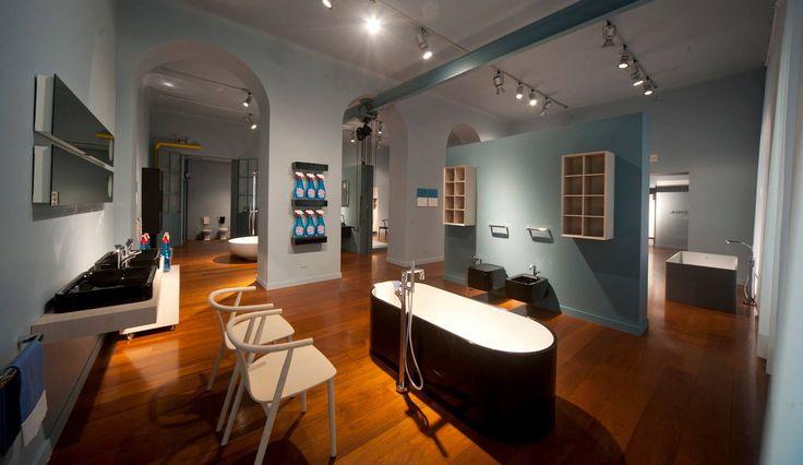 Spazio Flaminia Shoowroom - bath-tubs OVAL #DesignWeek #Milan