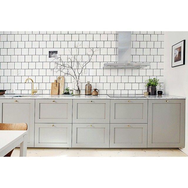 Profil 1 #ncs #profil #ram #shaker #lantkök #shakerstil #grå #gray #exklusiv #exclusive #kitchen #cabinets #ikea #kök #köksrenovering #köksluckor #kökinspiration #köksdrömmar #kitcheninterior #kitcheninspiration #kitchendesign #interior #interiör #decoration #decor #design #designinspiration #marmor #marble #kakel