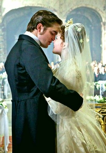 Robert Pattinson and Holliday Grainger in 'Bel Ami'