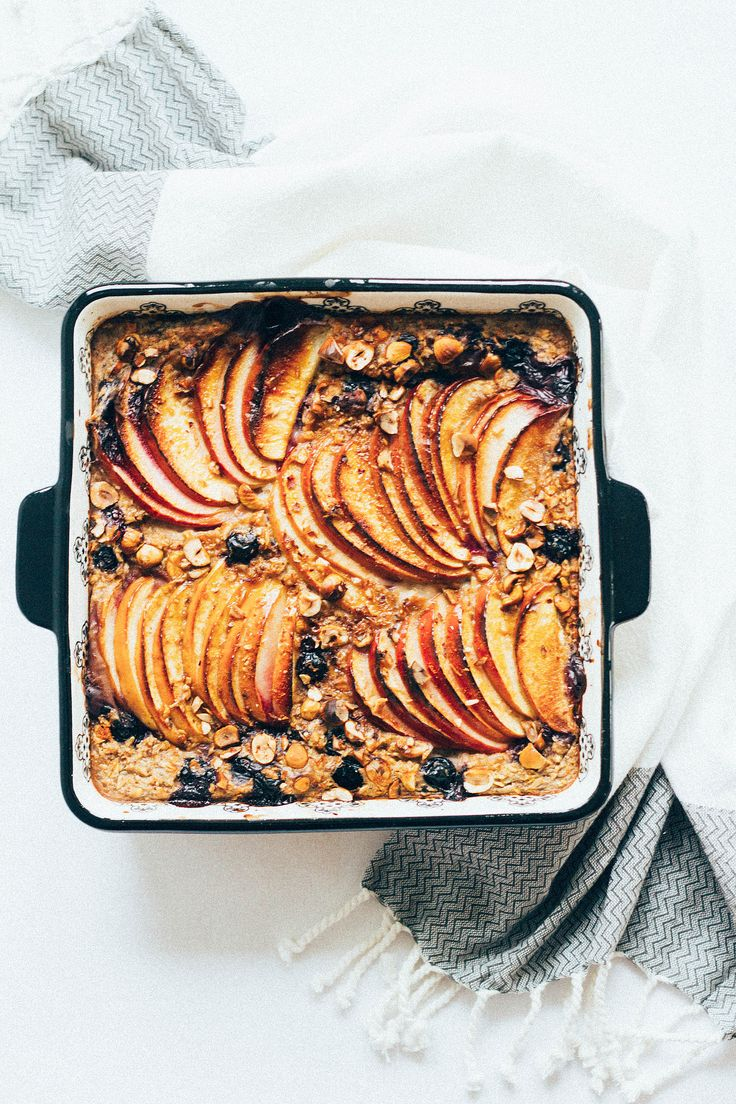 oven-baked oatmeal with apples and blueberries.
