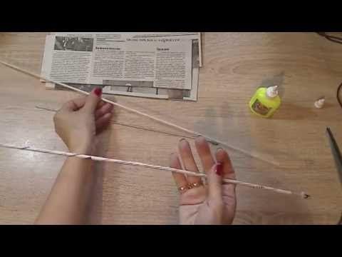 Как крутить трубочки из газет. Из кромочных отрезков получаются белые трубочки, из серединных отрезков - цветные.