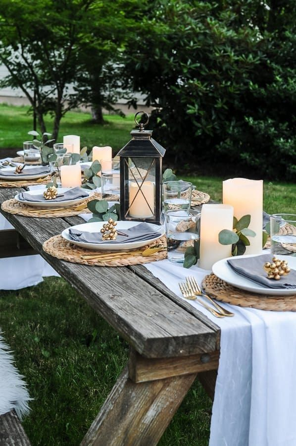 Lovely Outdoor Table Decor For A Dinner Al Fresco Joyful Derivatives In 2020 Dinner Table Setting Dinner Table Decor Outdoor Table Settings