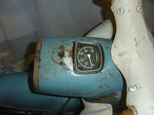 Yamaha-scooter-Yamaha-MF1-1960-moteur-monocylindre-deux-temps-50cc-3-5-cv-à-8000-tours-minute-vitesse-50-Km-heure-poids-67-Kg-Yamaha-moto-Hamamatsu-Japon.