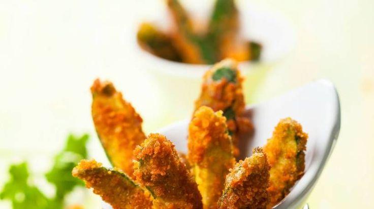 Zucchini vom Grill oder angebraten hat jeder schon zubereitet, aber Zucchini-Pommes? Die sind nicht nur lecker, sondern auch noch Low-Carb!
