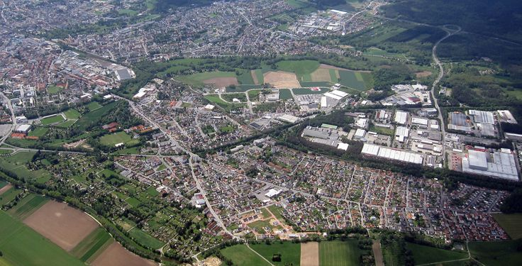 Weiden (Bayern): Weiden in der Oberpfalz ist eine kreisfreie Stadt im ostbayerischen Regierungsbezirk Oberpfalz, liegt 100 km östlich von Nürnberg und 35 km westlich der Grenze zu Tschechien, ist Oberzentrum der nördlichen Oberpfalz und Mitglied der Metropolregion Nürnberg.