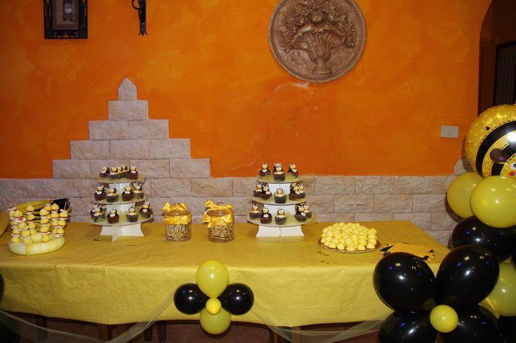 Tavolo dei dolci, piccola caramellata a tema, cup cake e biscotti