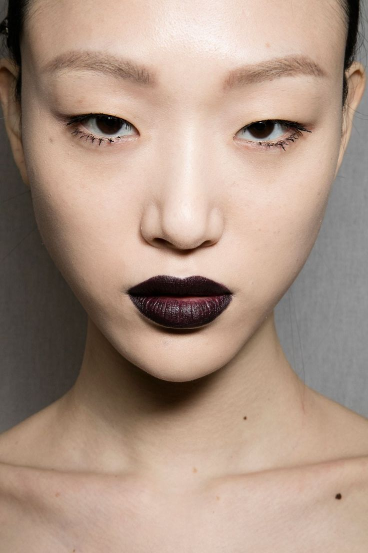 It's Official This Early2000s Makeup Trend Came Back on