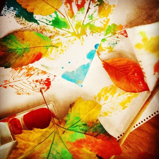 【nijiya_iris】さんのInstagramをピンしています。 《秋の遊び! もう冬だけど笑 娘といつか遊びたいな あふれる幸せが届きますように#painting#drawing#color#like#happy#play#楽しい#葉っぱ#落ち葉#絵#ペイント#遊び#るんるん#嬉しい#幸せ#森#カメラ#写真#おしゃれさんと繋がりたい #ママ#娘》