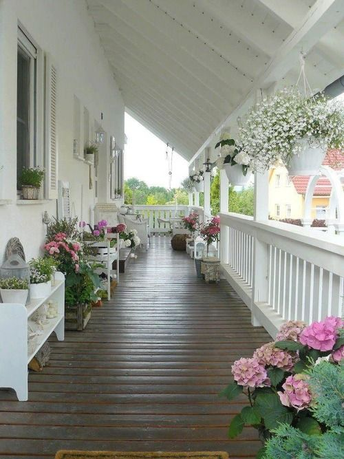 nothin' more southern than a veranda and beautiful blooms! I would love to have this someday