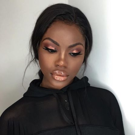Glossy Lips   - 19 Marvelous Makeup Looks On Dark Skin