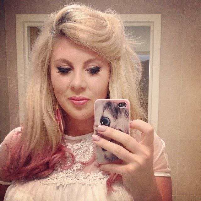 Louise aka sprinkleofglitter - A crazy cat lady, a Chummy, a mother and a youtuber.