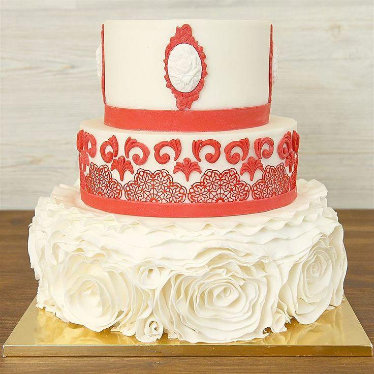 Апогеем свадебного торжества является разрезание молодоженами торта🎂, поэтому свадебному десерту уделяется особое внимание. Сейчас одноярусным тортом уже никого не удивишь – в моде высокие свадебные торты👆. Гармоничное сочетание изящности и эстетичности – это трехъярусный торт, украшенный цветами или ягодами. А неповторимый вкус начинок не оставит равнодушным даже самого истинного гурмана😄  Мы с радостью изготовим #ТортКоролевскийПодарок на вашу свадьбу от 2-х кг и всего 2150₽/кг 😉…