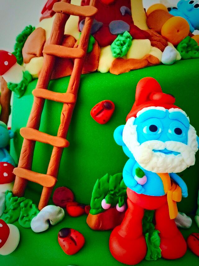 Papa Smurf cake topper