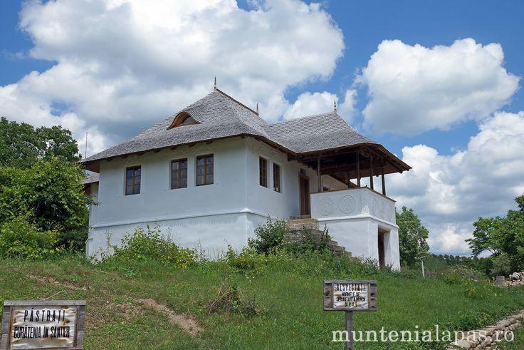 Chiojdu – Casa cu Blazoane | Muntenia la pas