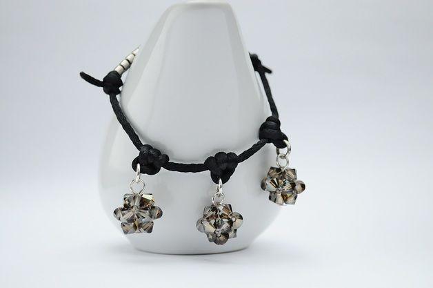 Satin cord bracelet - bransoletka wykonana z czarnej satyny i ozdobiona trzema kulkami wykonanymi z kryształków SWAROVSKIEGO - BICONE - CRYSTAL BRONZE SHADE. Dodatkową ozdobę stanowią japońskie koraliki MIYUKI w kolorze...