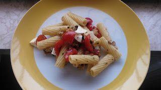 Con queste giornate di caldo soffocante bisogna cucinare piatti leggeri e freschi, che non richiedan...