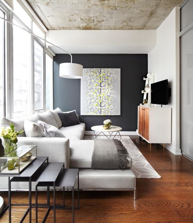 Jugá con la profundidad: Para modificar la profundidad de una habitación, Minuto Pinturerias te muestra en esta foto, que podemos acercar o alejar paredes JUGANDO CON LA PINTURA. Para que una habitación alargada parezca más cuadrada, pintaremos la pared del fondo de un color cálido oscuro mientras se reservan tonos claros para el resto.  TIP importante: elegir colores fríos siempre refuerza la sensación de alejamiento entre paredes, mientras que los colores cálidos las acercan visualmente.
