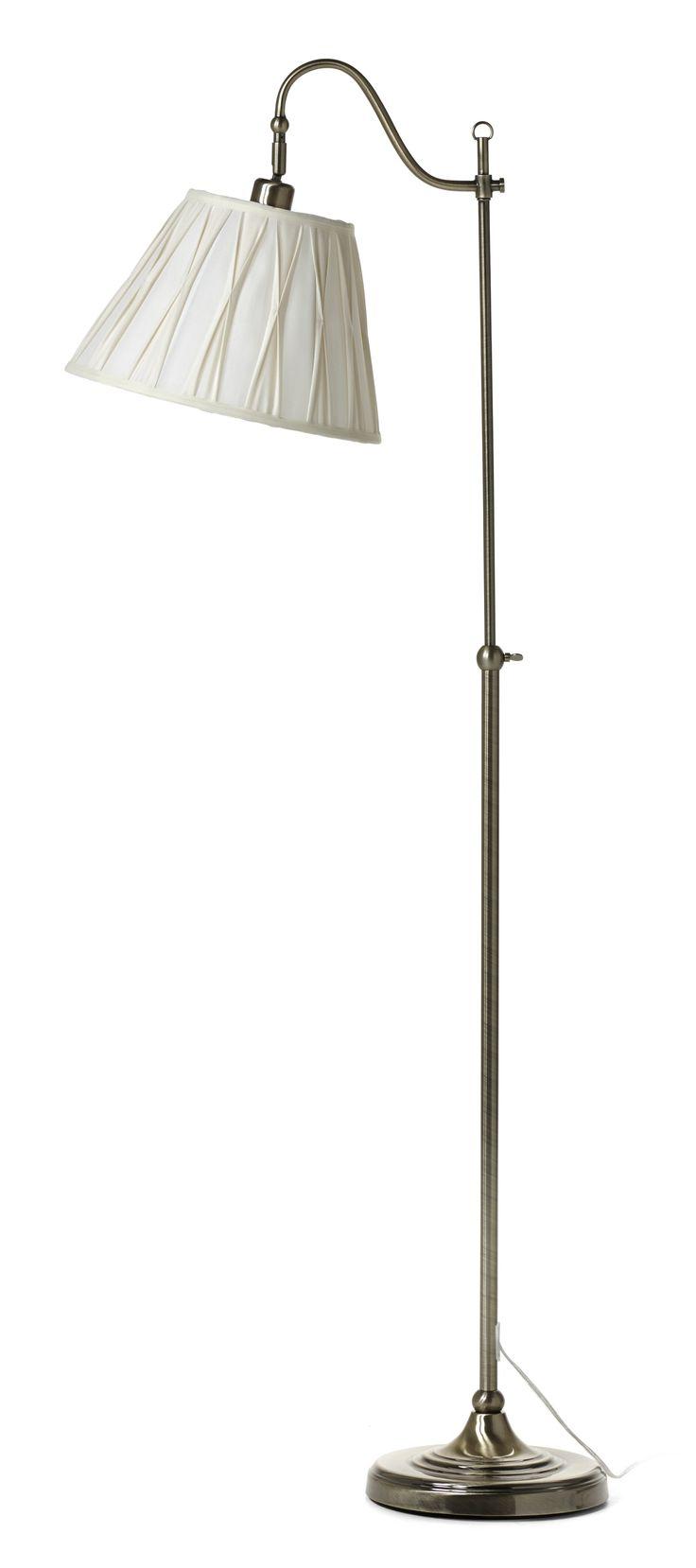 Klassisk golvlampa med textilskärm. Lampfoten är höj- och sänkbar för att passa många ställen och tillfällen. Komplettera med ljuskälla. Ingår i en serie.