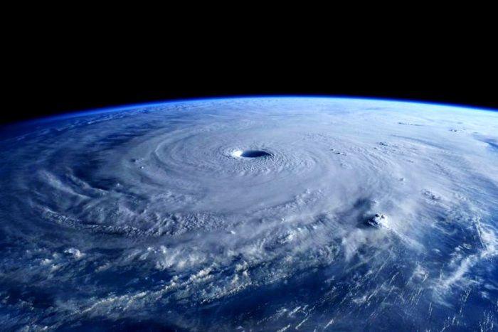 Fiji Dihantam Topan Dahsyat Tewaskan 10 Orang : Fiji tengah bersih-bersih secara besar-besaran pada Senin (22/2/2016) setelah salah satu badai terkencang di belahan selatan menimpa negara pulau di Pasifik itu sehingg