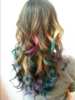 hair chalking: Color Hairs, Hairs Styl, Hairs Chalk, Dips Dyes, Rainbows Hairs, Curls, Hairchalk, Hairs Color, Hairs Tips