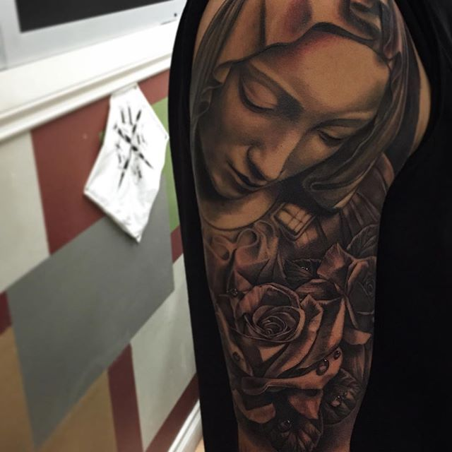 Gorgeous Virgin Mary with roses via @brian_zolotas