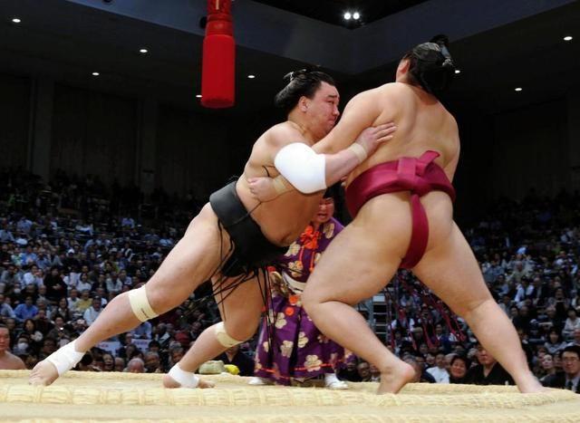 日馬富士、3大関撃破の遠藤に完勝 #相撲