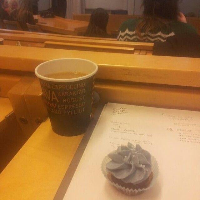 Lånat en bild från student på Rekon, där hittar ni cupcakes  #cupcake #rekon2014 #minicupcake #fika #snack #dessert #sockerkick #sugarrush #göteborg #linné #gbgftw #handelshögskolan