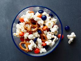 Chicago Bears : Hungry fans of this Midwest team need both popcorn and pretzels in their mix. Orange and navy M