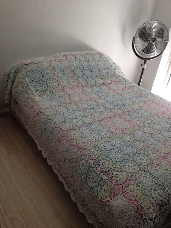 plus de 25 id es uniques dans la cat gorie couvre lit en crochet sur pinterest mod le de. Black Bedroom Furniture Sets. Home Design Ideas