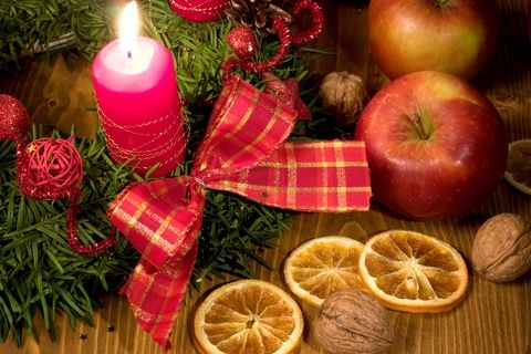 Holiday Tradition: A warm and spicy Christmas Wassail Bowl recipe from Ireland.