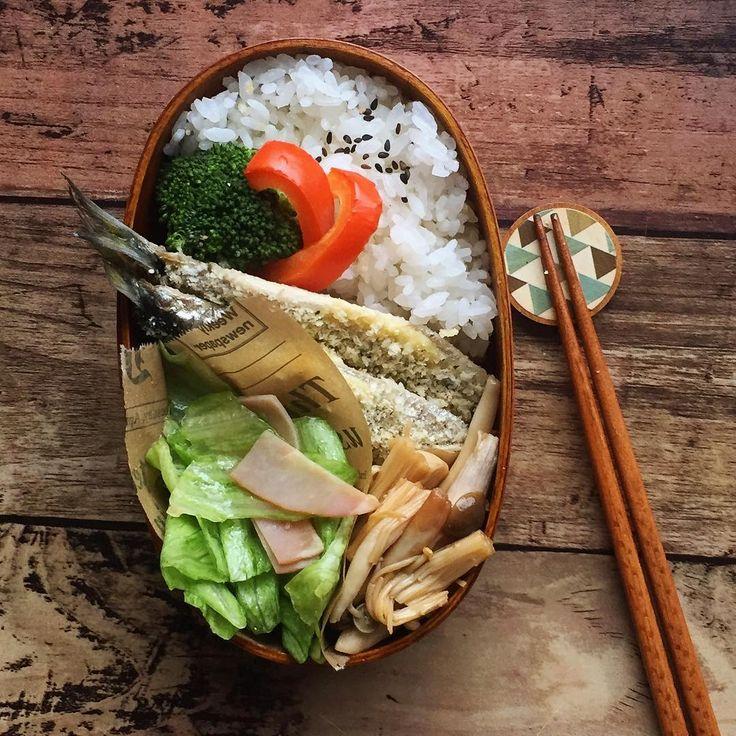 #今日の朝ごはん . #白ご飯 #いわしのパン粉焼き #レタスサラダ #きのこのさっと煮 . 試作したおかずをバタバタと詰め込んだお弁当です。 どれも美味しくできて良かった☺️ まだ作らなきゃいけないものたくさんあるので、頑張ります‼︎ . . #管理栄養士#dietitian #foodpic #お弁当#お昼が楽しみになるお弁当 #お弁当じまん #わっぱ弁当 #曲げわっぱ#曲げわっぱ弁当 #自分弁当 #大人弁当 #簡単弁当 #クッキングラム#デリスタグラマー#delimia