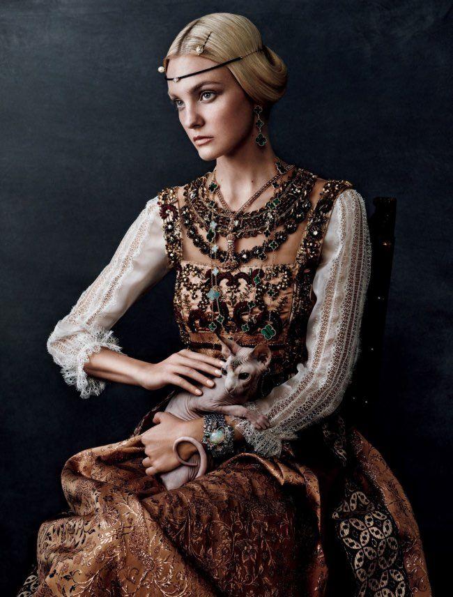 C'est une rencontre inattendue que propose Vogue Japon dans son numéro d'octobre 2015, la mode en effet se marie pour le meilleur avec l'art le temps d'une