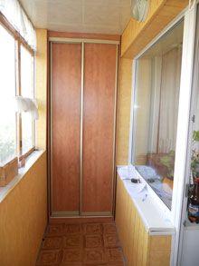 Узкий шкаф-купе (красно-коричневый)