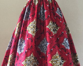 Deze mooie Afrikaanse Print rok is hoge taille en ritsen in de rug. Ik heb veel afdrukken om uit te kiezen, vertellen u mij de grootte! Ik moet uw taille meting bij bestellen. Deze rokken zijn volledig afgewerkt en serged en hebben haak sluiting aan de bovenkant van de zip. Alle rokken bevatten nu zakken. Ze zijn 25 inch lang vanaf de taille maar lengte kan worden aangepast. Elke rok is vervaardigd uit een echte Afrikaanse wax print stof in 100% katoen. Ik beveel handen wassen en lijn droge…