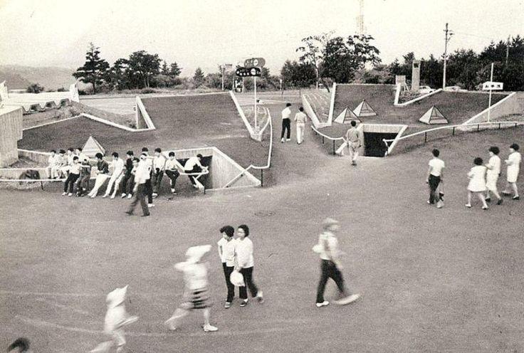 Brama do Parku Onioshidashi, proj. The Ikehara Lab. of Waseda University 1969-1970.
