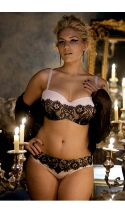 Hot Curvy Blonde 115