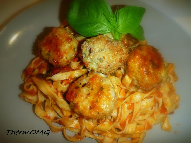 Chicken and bacon meatballs with tomato and basil pasta sauce